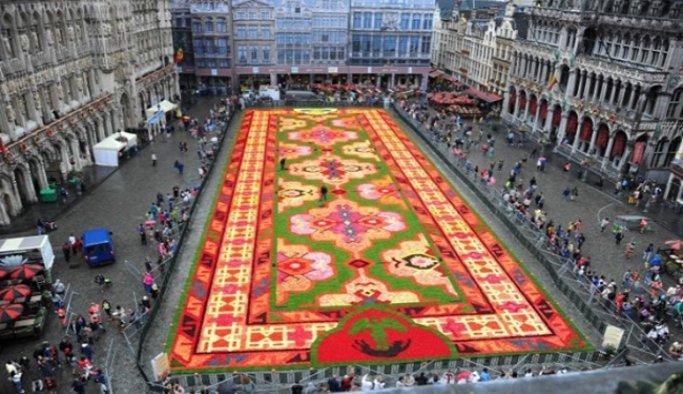 Brüksel'de çiçekler halıya bezendi