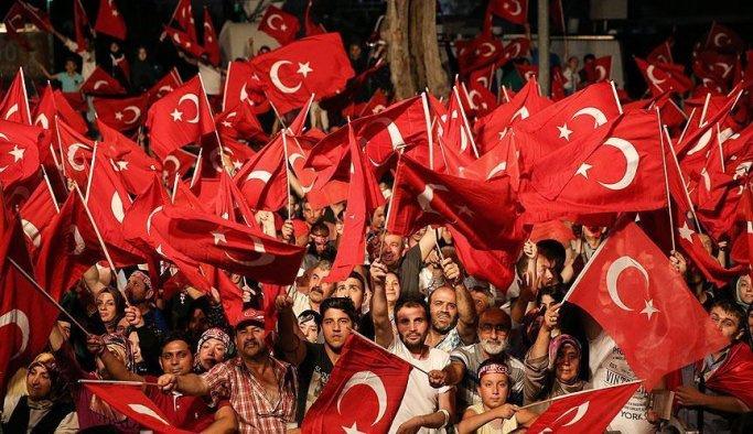 Bursa'da 'demokrasi nöbeti' sürüyor