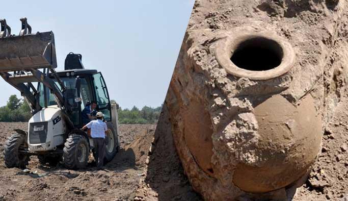 Bursa'da tarladan çıkan 1500 yıllık küp müzeye kaldırıldı