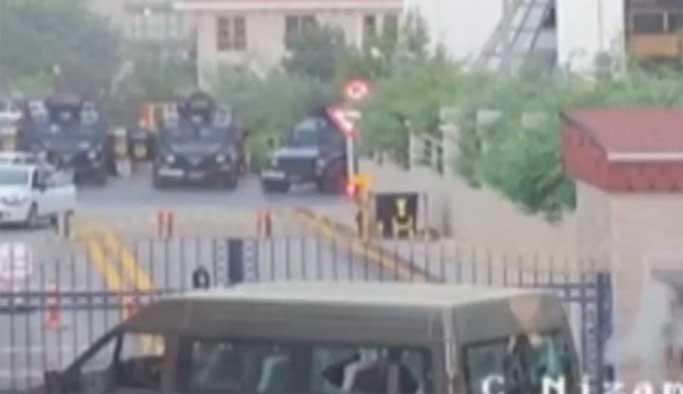Darbeciler sivillere, polis darbecilere acımadı VIDEO