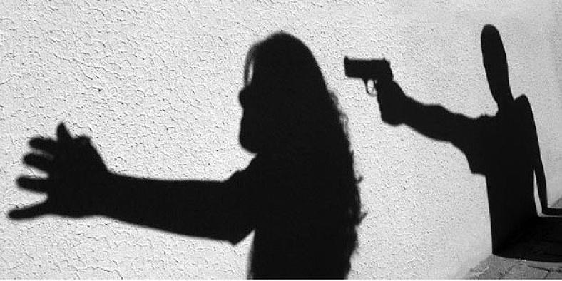 Eşini ve çocuklarını vurduktan sonra intihar etti