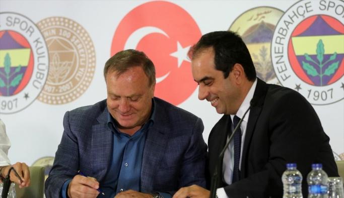 Fenerbahçe, Advocaat'la sözleşme imzaladı