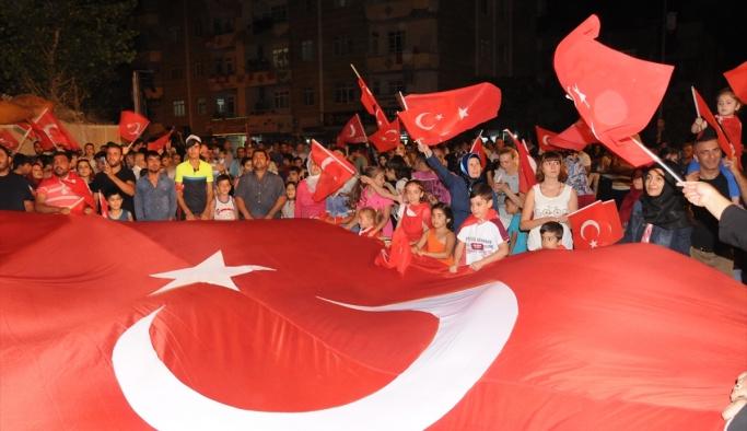 Muş ve Hakkari'de demokrasi nöbeti sürüyor