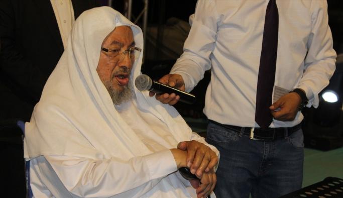 Yusuf el-Karadavi demokrasi nöbetinde vatandaşlara seslendi