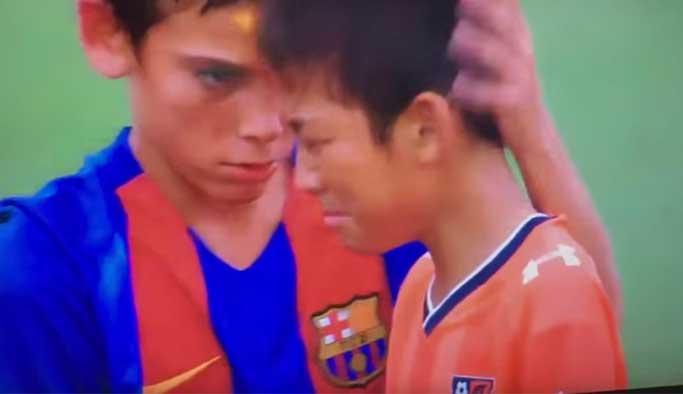 Futbol dünyası bu hareketi konuşuyor VIDEO