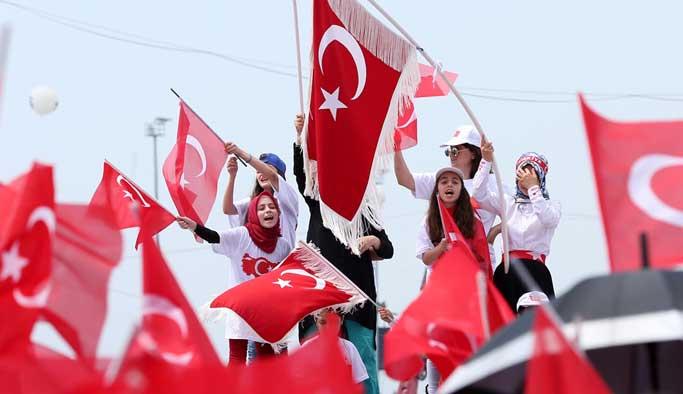 Halk, Yenikapı Meydanı'na akıyor