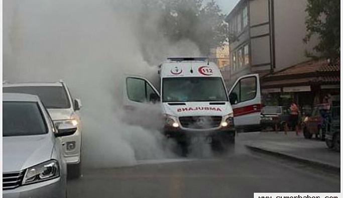Hasta taşıyan ambulansta yangın