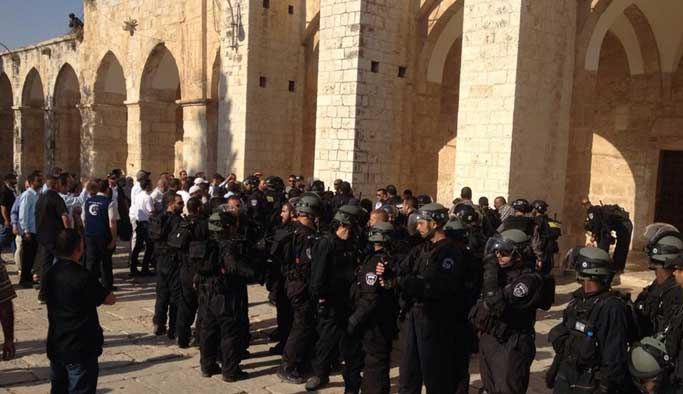 İsrail Mescid-i Aksa muhafızını rehin aldı