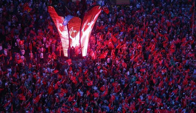 İstanbul 'demokrasi nöbeti'nde
