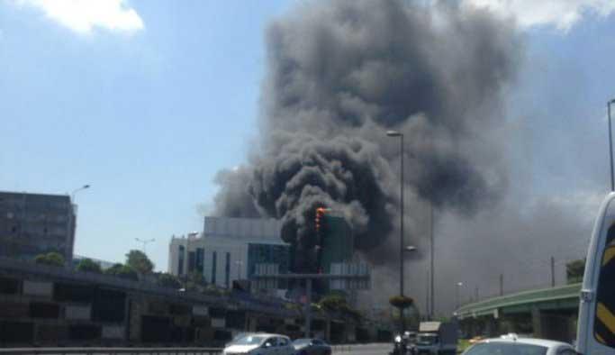 İstanbul Zeytinburnu'ndaki yangın söndürüldü