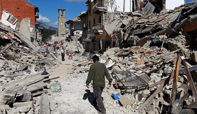 İtalya'da enkaz bölgesine geç gelen ekipten özür mektubu