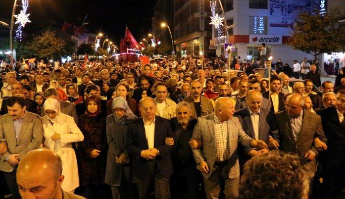 Kahramanmaraş'ta demokrasi nöbeti sürüyor