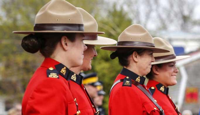 Kanada'da polise başörtüsü izni