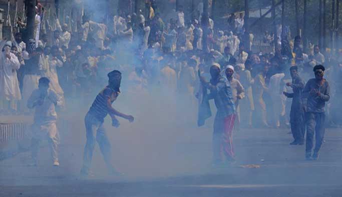 Keşmir'de işgalciler bir göstericiyi öldürdü