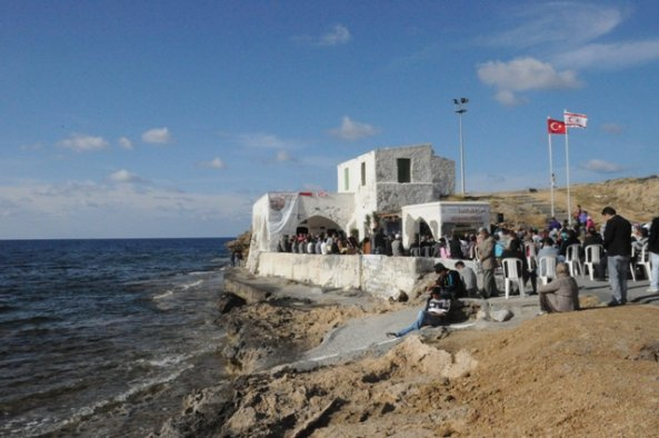 Kıbrıs'taki Hz.Ömer türbesi yanına casino inşaatına tepki