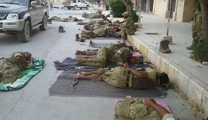 Kimsenin evini gasp etmeyip, sokakta uyudular FOTO
