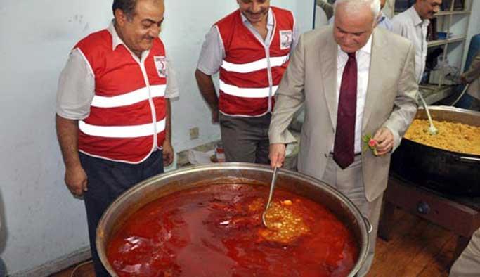 Kızılay Cerablus'ta sıcak yemek dağıttı