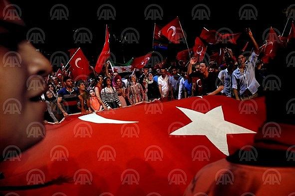 Kızılay Meydanı'nda 'demokrasi nöbeti'