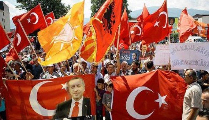 Makedonya'dan Erdoğan'a destek gösterisi
