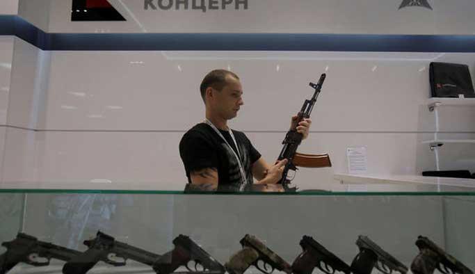 Moskova Havalimanı'nda silah mağazası
