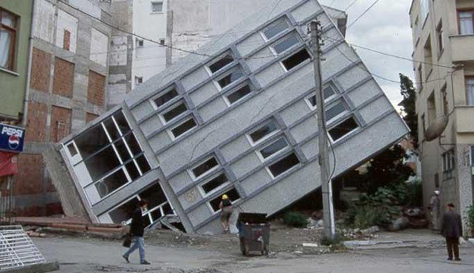 Muhtemel depremde Türkiye'de 120 bin bina yıkılır