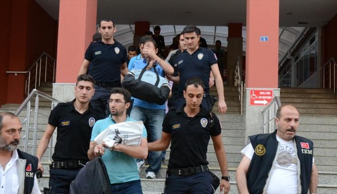 Kocaeli'de 8 emniyet mensubu tutuklandı