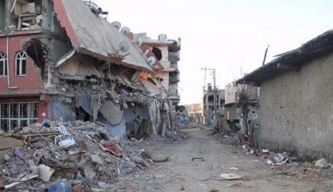 Nusaybin'de teröristlerin bıraktığı enkaz kaldırılıyor