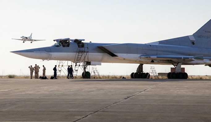 Rus savaş uçakları İran üssünde
