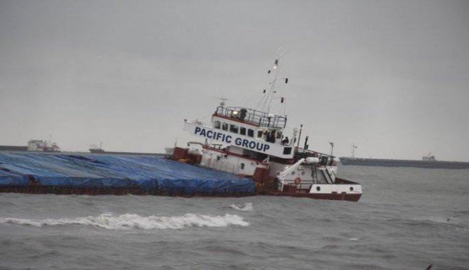 Samsun'da kuru yük gemisi karaya oturdu