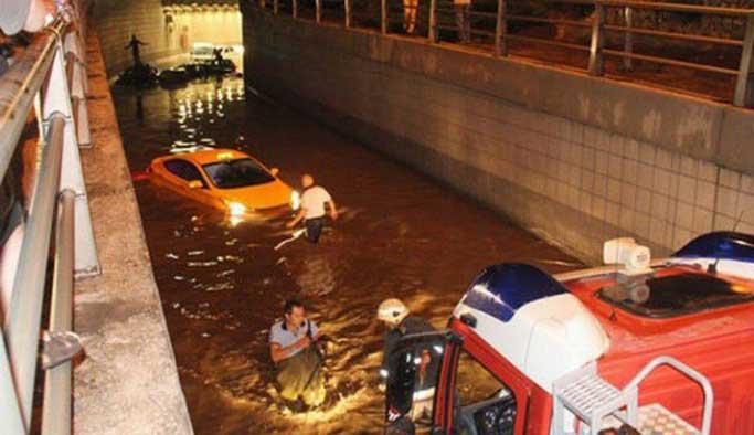 Şiddetli yağış Ankara'da hasara neden oldu