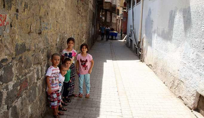 Terörden temizlenen Sur sokakları cıvıl cıvıl FOTO