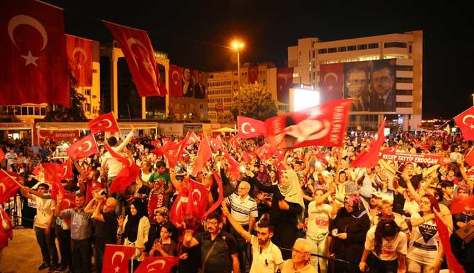 Türkiye 25. Gece'de de meydanlarda