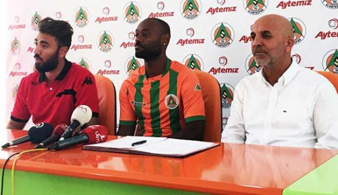 Vagner Love'dan Alanyaspor'la 2 yıllık sözleşme