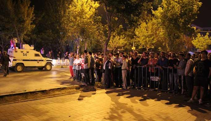 Van'da polis merkezine saldırı: 3 ölü, 73 yaralı