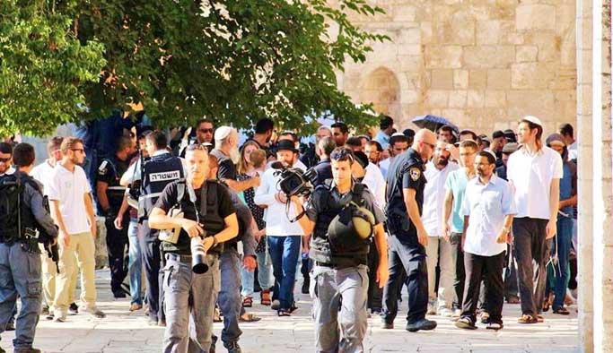 Yahudi işgalciler silah zoruyla Mescid-i Aksa'da