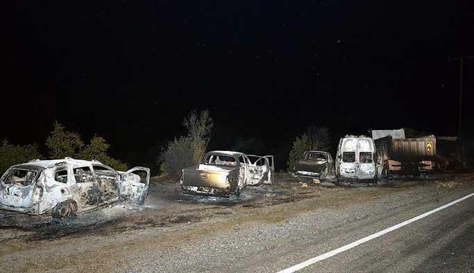 Yol kesen terör örgütü 11 aracı ateşe verdi