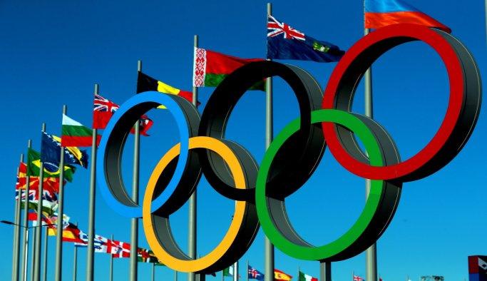 Yüzme yarışının madalyaları dağıtıldı