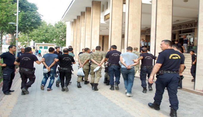 Zonguldak'ta 12 polis tutuklandı
