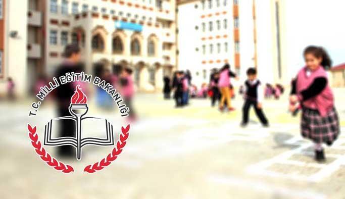 18 milyon öğrenci şehitleri anarak ders başı yapıyor