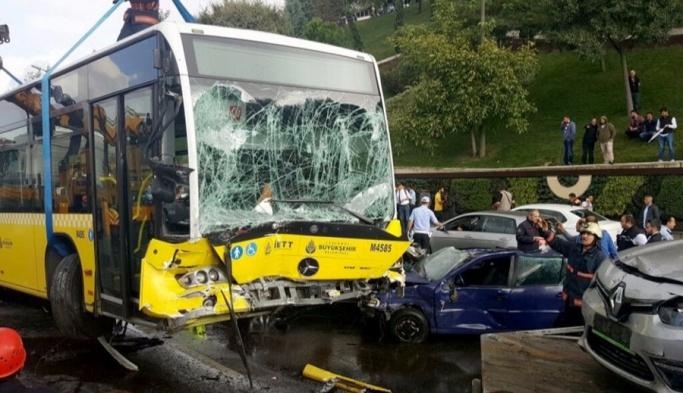Acıbadem'de metrobüs kazası: 11 yaralı
