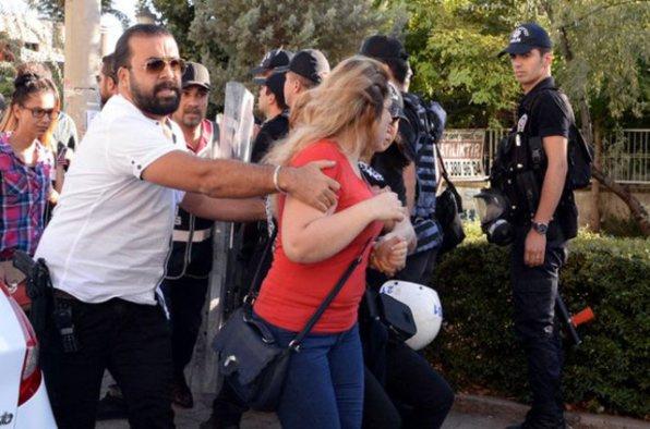 Açığa alınan öğretmenlerin protestosuna müdahale