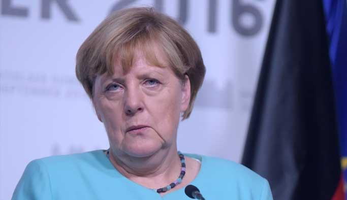 Almanya'daki seçimlerde Merkel'e bir şok daha