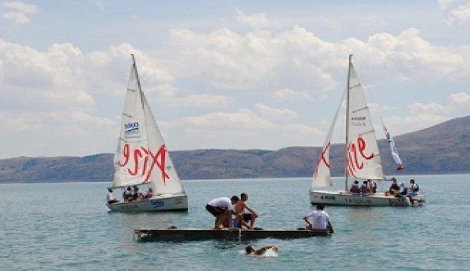 Arçelik, çalışanlarına yelken eğitimi başlattı