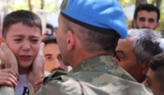Babasını öldüren PKK'ya pankartla mesaj verdi