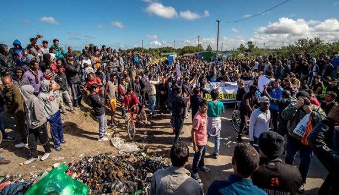 Calais'deki sığınmacı kampını dağıtacaklar
