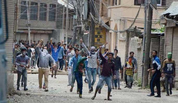 Cammu Keşmir'de iki gösterici öldü