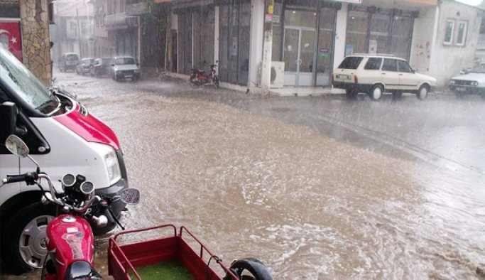 Denizli'de şiddetli yağış nedeniyle vatandaş mağdur oldu
