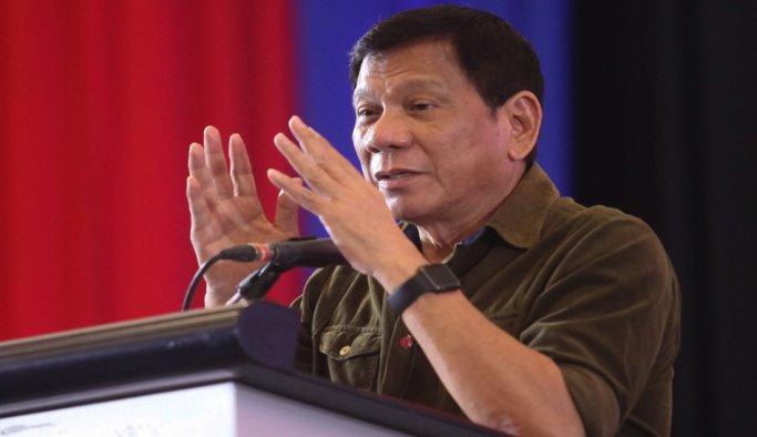 Duterte yargısız infazla suçlanıyor