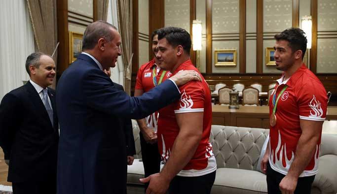 Erdoğan, Rio'da yarışan sporcuları kabul etti