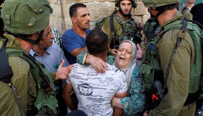 Filistinli aileye gözaltı zulmü